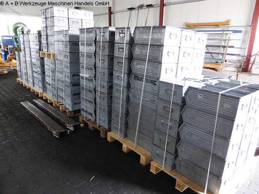 gebrauchte Maschine Stapelboxen Stahlblechkaesten Lagerkästen