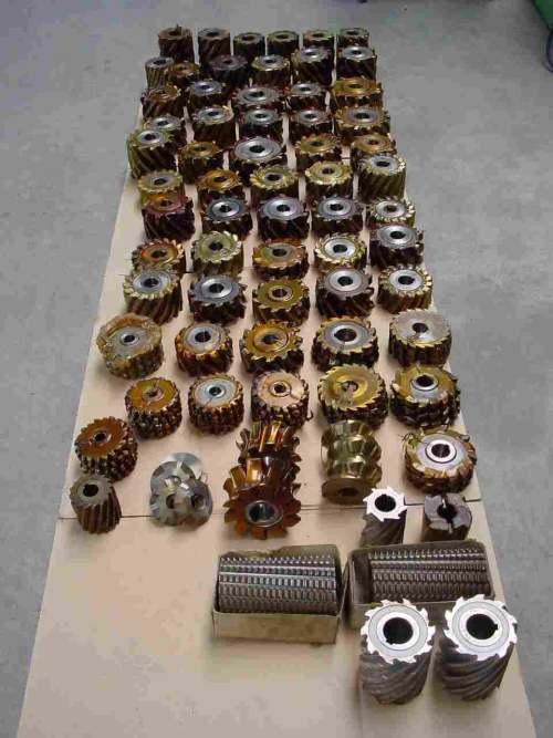 gebrauchte  Zahnrad-Abwälzfräsmaschine - vertikal ZUBEHOER Abwaelzfraeser