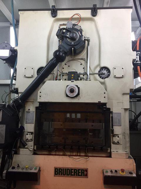 Máquina usada Punzonadora automática BRUDERER BSTA 500-95B