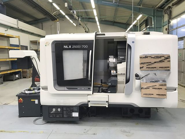 used Lathes CNC Turning- and Milling Center DMG MORI NLX 2500/700