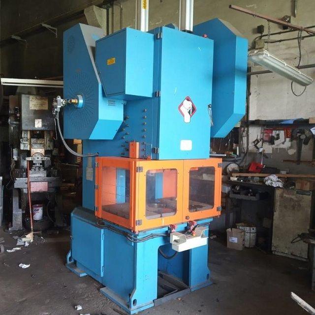 gebrauchte Pressen und Bördelmaschinen Einständerexzenterpresse SANGIACOMO T 100R CE
