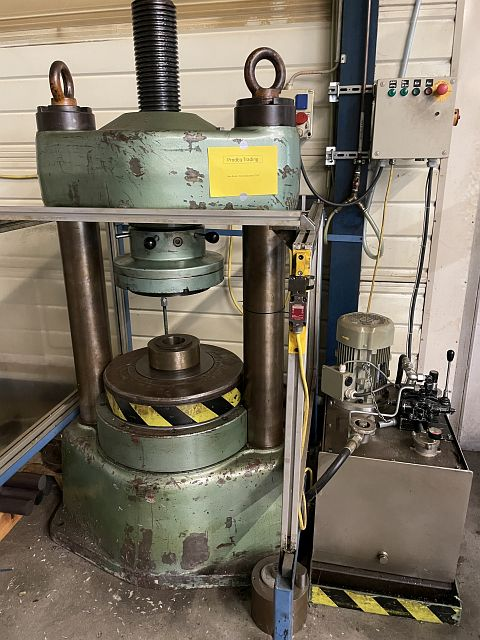 gebrauchte Pressen und Bördelmaschinen Hydraulische Presse
