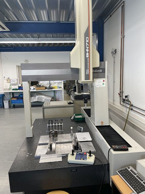 used Other Metal Processing Coordinate Measuring Machine MITUTOYO BHN 710