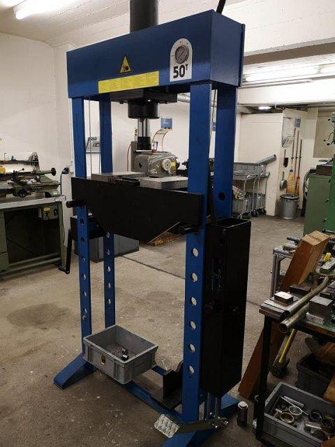 gebrauchte Pressen und Bördelmaschinen Doppelständer - Richtpresse WERTHER PR50 PM/S
