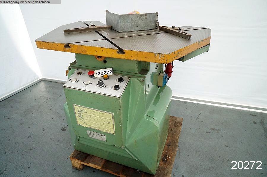 gebrauchte Blechbearbeitung / Scheren / Biegen / Richten Ausklinkmaschine COMACA N 225 S/6