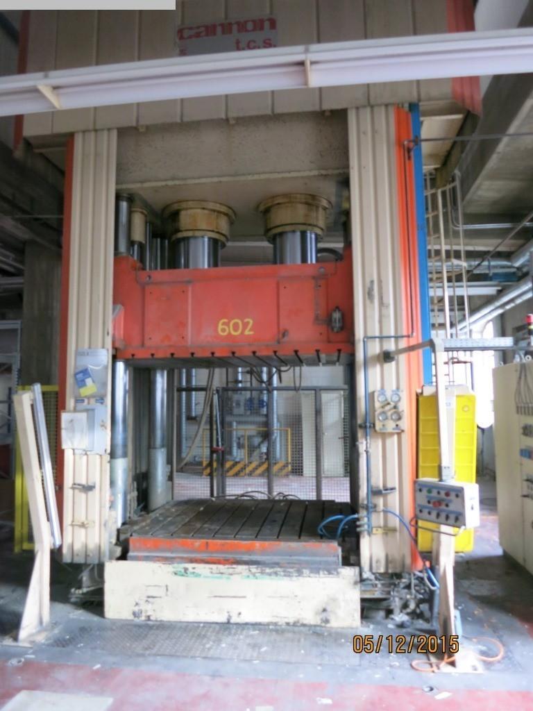 Moulage par compression sur 5000 KN CARONNON POC 650-1