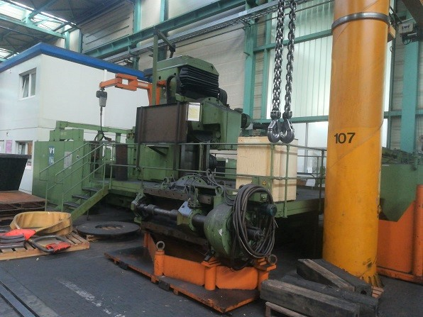 used Gear cutting machines Gear Hobbing Machine - Vertical PFAUTER P3001 B CNC