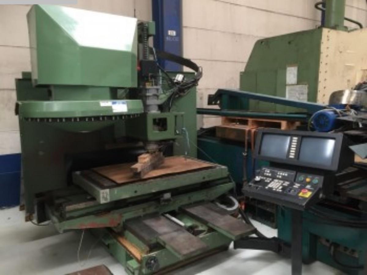 rabljeni glodalice / Strojni centri / Strojevi za bušenje Obradni centar - okomiti HURCO BMC 40