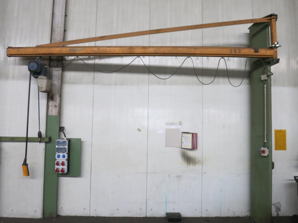 gebrauchte verschiedene Einrichtungen Säulenschwenkkran DEMAG