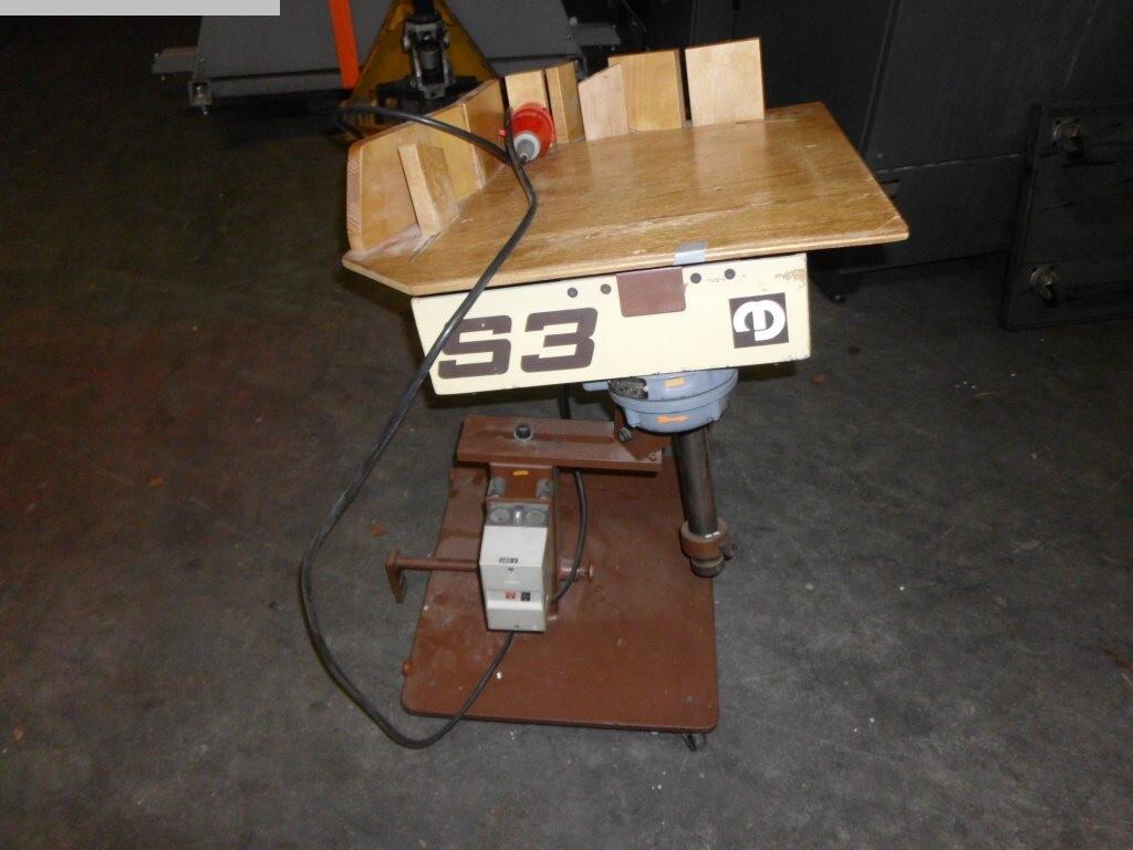 gebrauchte Weiterverarbeitung Rütteltisch MÜLLER S3