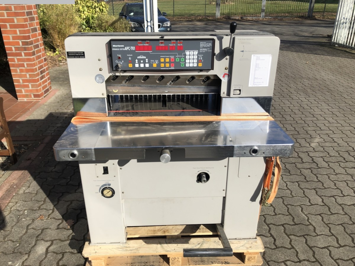 used postpress cutting machine Horizon APC-T61
