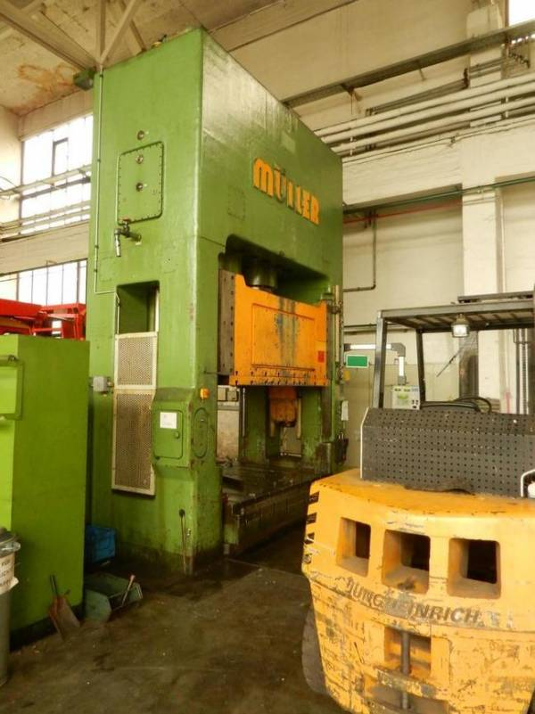 used  Double Column Drawing Press - Hydraulic MÃœLLER ZE 630-25.6.3