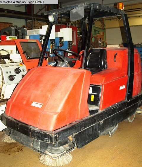 used Commercial Vehicles Sweeping Machine HAKO Hakomatic 1100