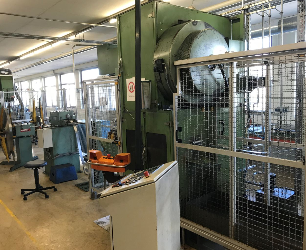 gebrauchte Pressen und Bördelmaschinen Einständerexzenterpresse Billaud T 60