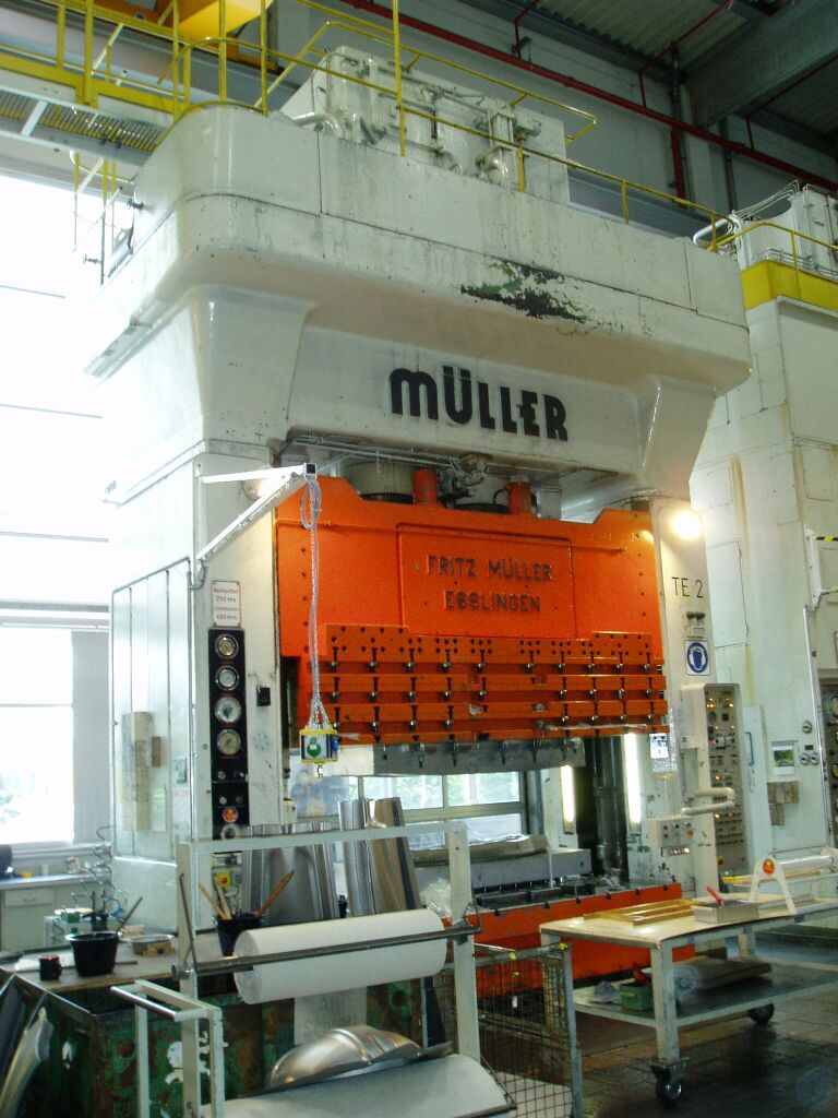used  Double Column Drawing Press - Hydraulic MÜLLER ZE 630-32.3.1