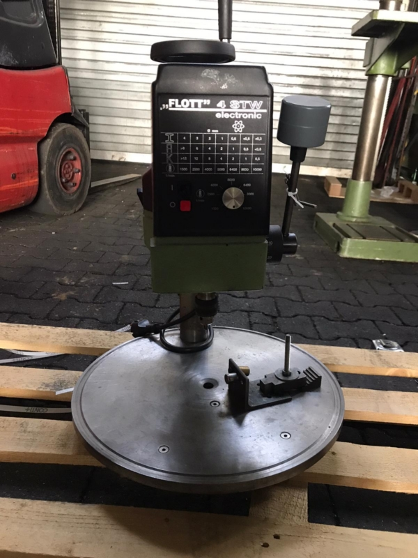 gebrauchte Bohrwerke / Bearbeitungszentren / Bohrmaschinen Tischbohrmaschine FLOTT 4 STW